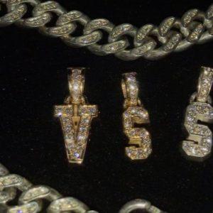 VVS letter pendants 💎 all letters available!  DM for order📩  www.cphgrillz.dk  #grillz #jewelry #chains #pendant #letter #diamond #vs #vvs #gold #silver #whitegold #rosegold #custom #made #scandinavia #copenhagen #denmark #cphgrillz